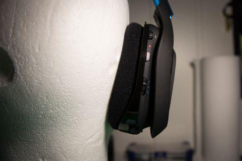 Av/på-knapp, surround av/på og oppsett for tre EQ-oppsett.