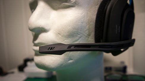 Mikrofonen er veldig fleksibel, men kan ikke gjemmes, som på hodetelefonene fra Logitech og Razer.