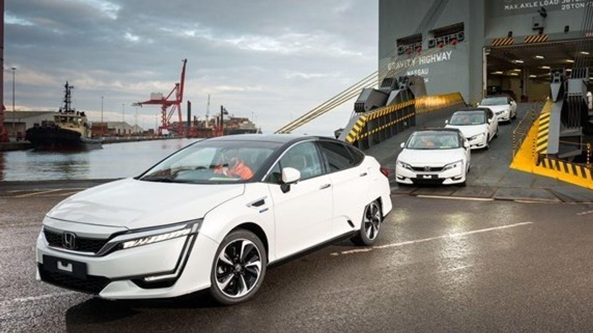 Fra ankomsten av de første Honda Clarity-modellene i Europa. Disse deltar i EU-prosjektet Hyfive.