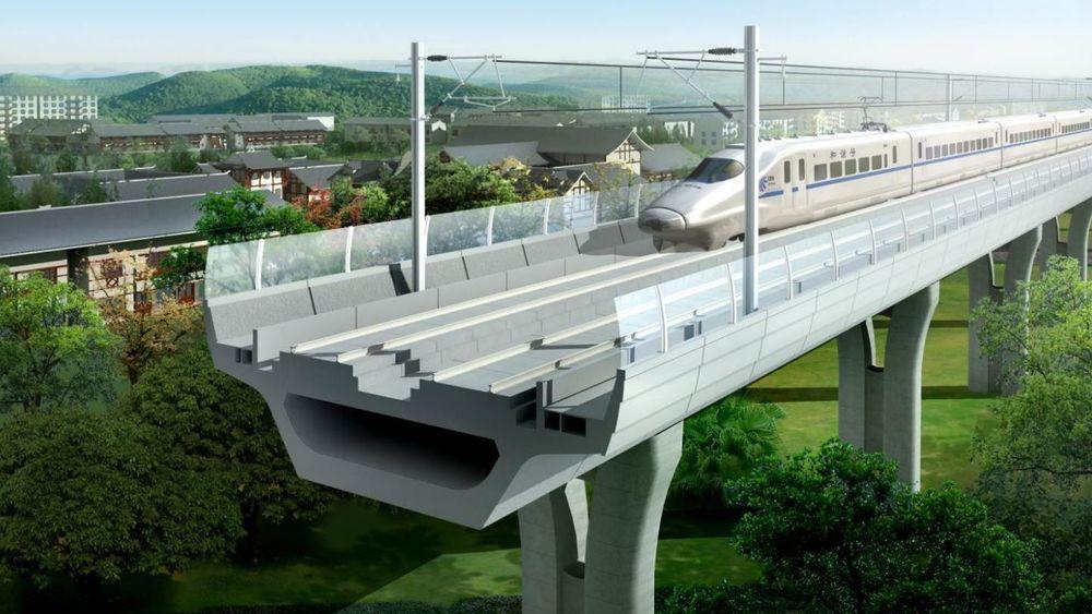Ved å bygge jernbanen på bru i stede for nede på marken mener den svenske jernbaneeksperten Per Corshammar det er mulig å halvere kostnadene.