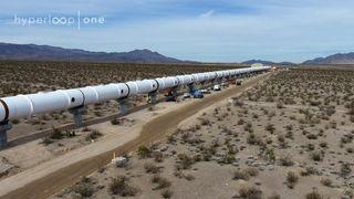 Her viser de fram den første fullskala Hyperloop-banen