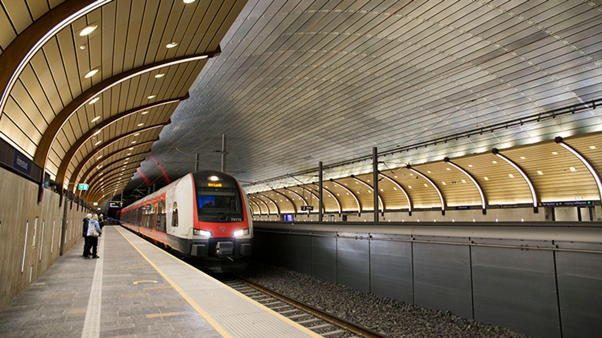 Forrige uke var 17 representanter for det indiske jernbaneverket i Holmestrandportalen for å lære om norsk tunnelteknikk før de skal igang med byggingen av 10 tilsvarende bergrom i et nytt jernbaneprosjekt.