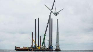 Nå rives verdens første havvindpark
