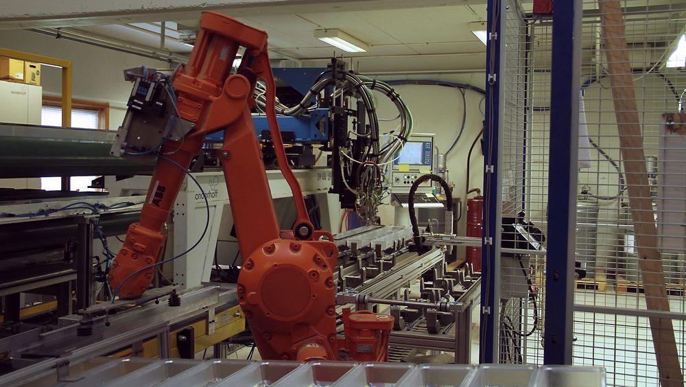 Plasto har nå flere roboter enn ansatte i produksjonen. De er én av 68 bedrifter så langt med i konkurransen Norges smarteste industribedrift.