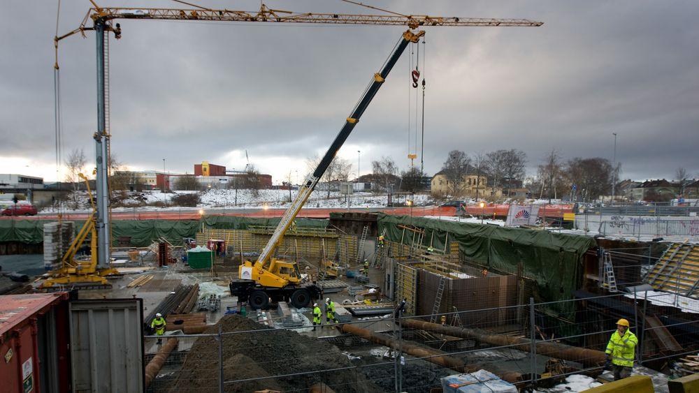 Byggesaker i kommunene kan i fremtiden bli behandlet automatisk av roboter. Her fra byggevirksomhet i Trondheim.
