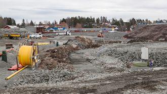 Det har vært flere perioder med full stopp på byggeplassen i Ørje.