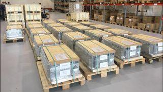Batterier til skip er i ferd med å bli en ny næring. Her er 40 tonn klare til å skipes ut fra det gamle båtverkstedet