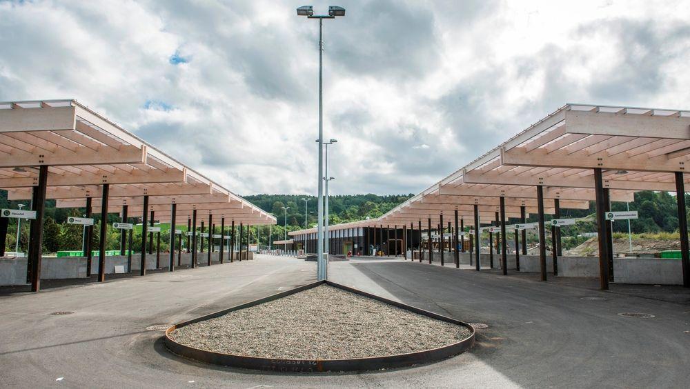 Den nye gjenvinningsstasjonen på Lyngås i Lier. Byggherren mener feil råd fra Rambøll kostet 10 millioner ekstra.