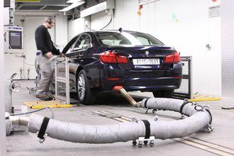 ADAC avgasstester en BMW 530d i 2010.