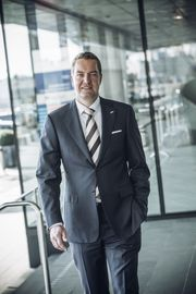 OPTIMIST: Regional Director for Rezidor Hotel Group i Norge, Ronald Smithjes, har stort tro på Stavanger-hotellene.
