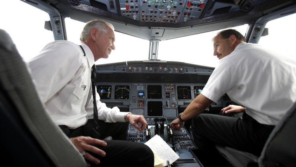 Chesley «Sully» Sullenberger (t.v) og Jeffrey Skiles fløy sammen igjen én gang etter Hudson River-landinga. De skjedde 1. oktober 2009. Også da gikk turen fra LaGuardia i New York. Denne gangen kom de seg helskinnet til Charlotte i A320-flyet.