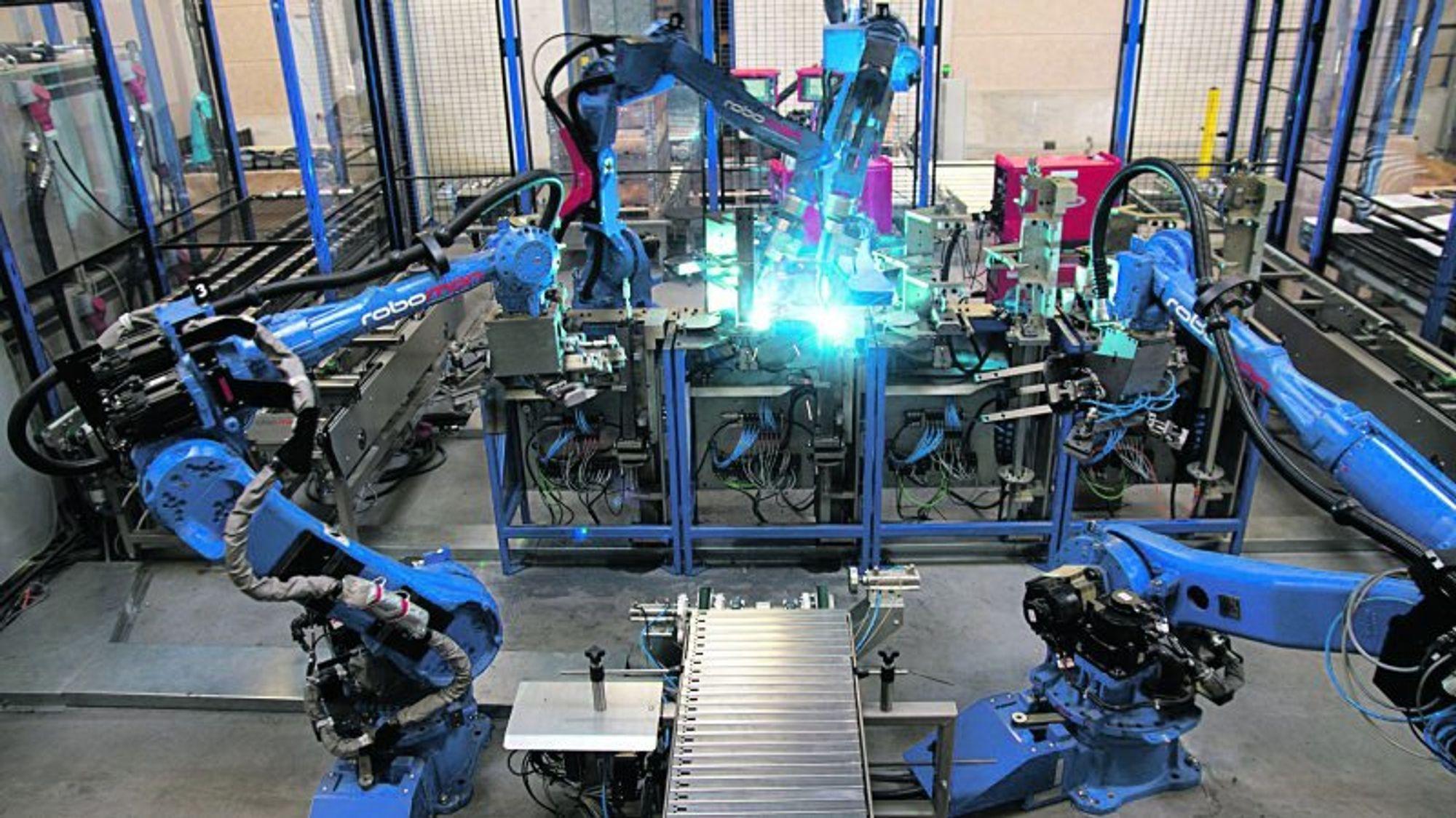 Nedgangen i industriarbeidsplasser skyldes innføringen av roboter, konkluderer en rapport fra MIT.
