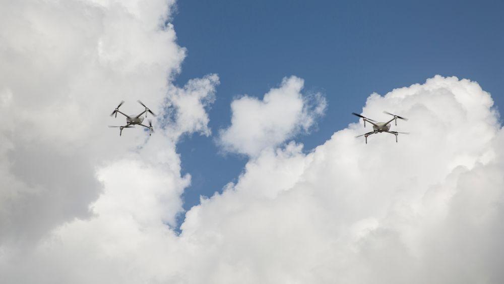 Airobotics' droner er verdens første til å bli godkjent for førerløse flyturer. Danskene håper nå å kunne lette på regelverket, slik at droner også kan fly utenfor visuell kontakt.