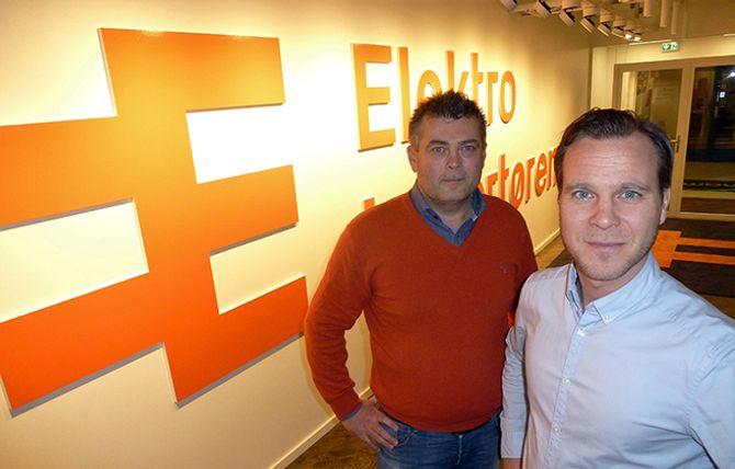 VOKSER FORT: Digitalsjef Ørnulf Kiær (t.v.) og administrerende direktør Andreas Niss kan fornøyd se tilbake på fjoråret. Da omsatte de blant annet stikkontakter og panelovner for 413 millioner kroner. I år skal de strekke seg mot 600 millioner kroner.