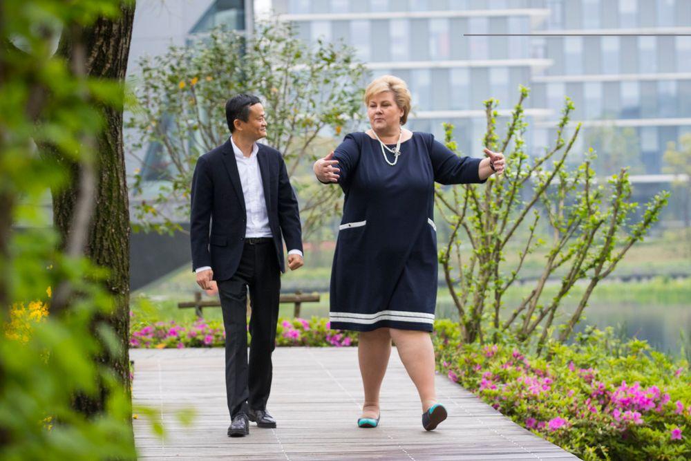 Statsminister Erna Solberg møtte søndag den høyprofilerte kinesiske gründeren og næringslivslederen Jack Ma på Alibabas hovedkvarter i Hangzhou. Alibaba er verdens største selskap for handel på nett.