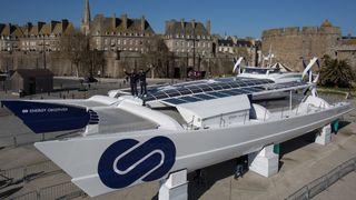 Denne katamaranen skal reise jorden rundt ved å produsere eget drivstoff