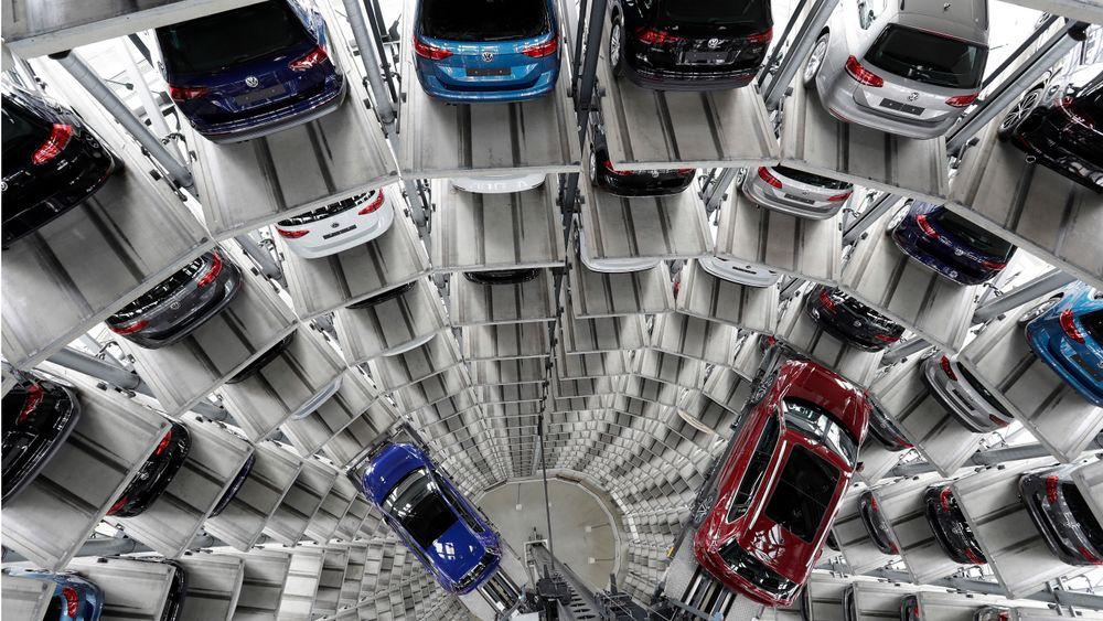 Volkswagen sitter igjen med flere hundretusen biler de har måttet ta tilbake fra amerikanske kunder etter utslippsskandalen.