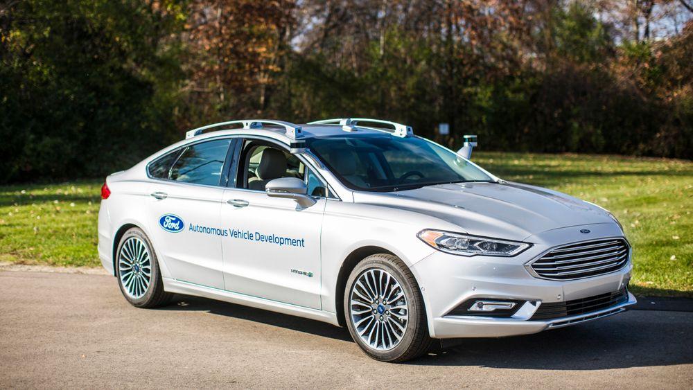 Ford viste i desember frem sitt nyeste utviklingskjøretøy for autonom teknologi, basert på modellen Fusion hybrid, bedre kjent som Mondeo i Europa. (Foto: Ford Motor Company)