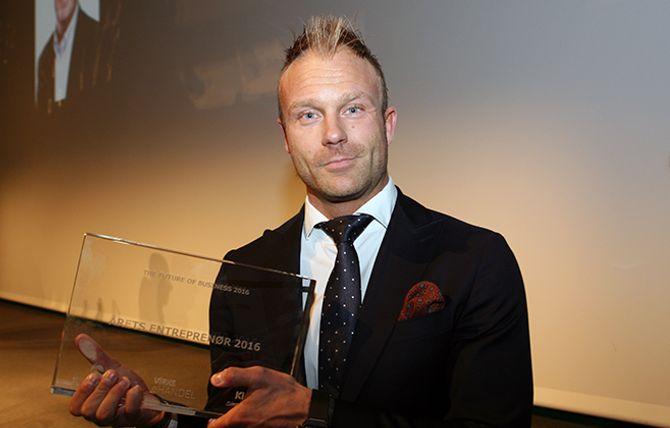 Årets entreprenør ble Miinto. Jake Peterson mottok prisen på vegne av nettbutikken.