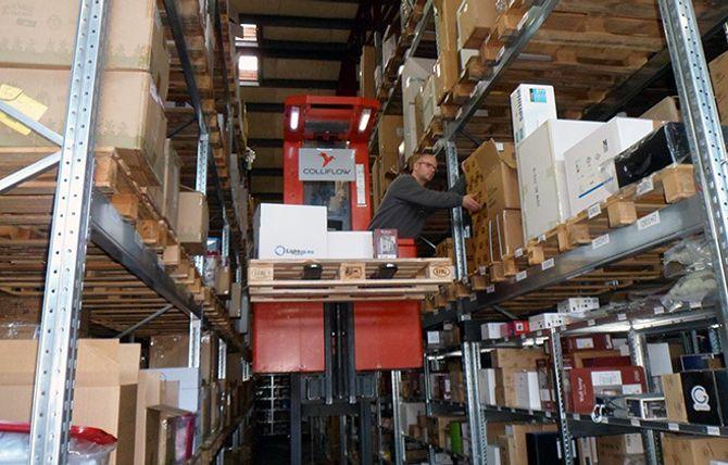 Alt som sendes ut av varer fra Lightup kommer fra dette lageret i Skien.