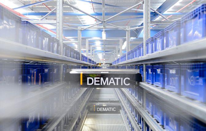 Shuttle-systemer passer godt for effektiv håndtering av små esker. Her fra en Dematic-installasjon i Australia.