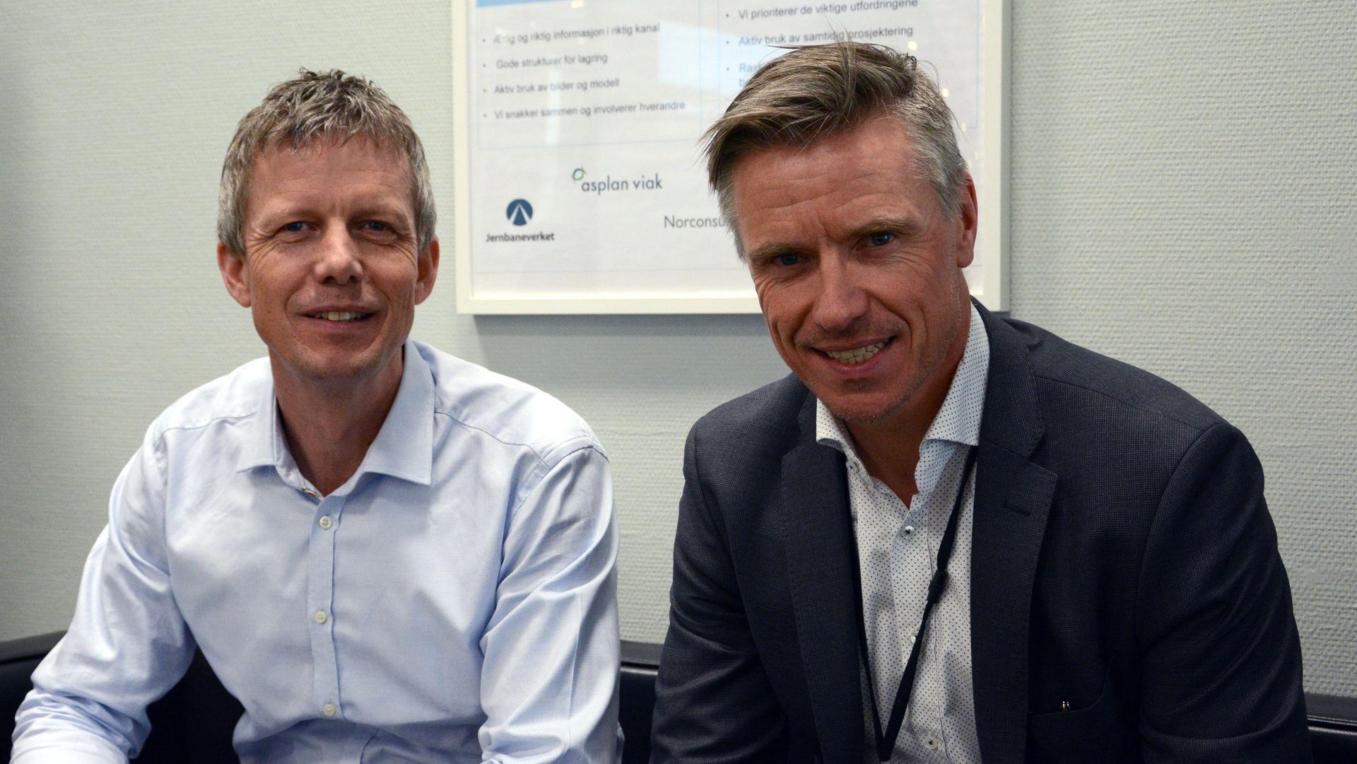Lars-Petter Nesvåg, oppdragsleder for rådgiverteamet NAA, og prosjektdirektør Morten Klokkersveen (t.h.) i Bane NOR er godt fornøyd med samarbeidet på prosjektkontoret.