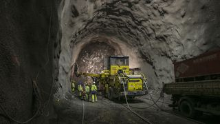 Kina bygger tunneler flere ganger dyrere enn Norge - nå skal kineserne lære av 20 norske eksperter