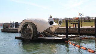 «Herr Søppelhjul» bruker vann- og solkraft for å spise søppel i havet