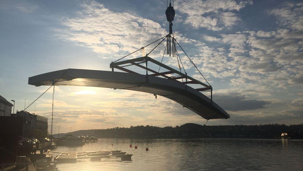 Komposittbroen er designet av Lite-House i Arendal, og produsert av CSUB.