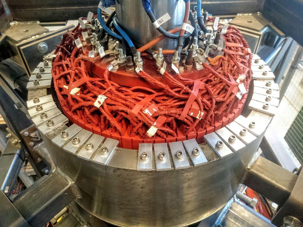 Den børsteløse magnetiseringsmaskinen gir mindre slitasje og mer effektiv energiproduksjon uten tap av energi underveis, ifølge Jonas Kristiansen Nøland.