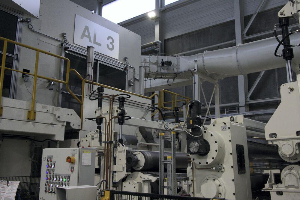 Her starter AL3 - Automotive Line 3. Aluminiumen valses og gis en tekstur som gjør aluminiumen lett formbar i alle retninger, uten å miste styrke.