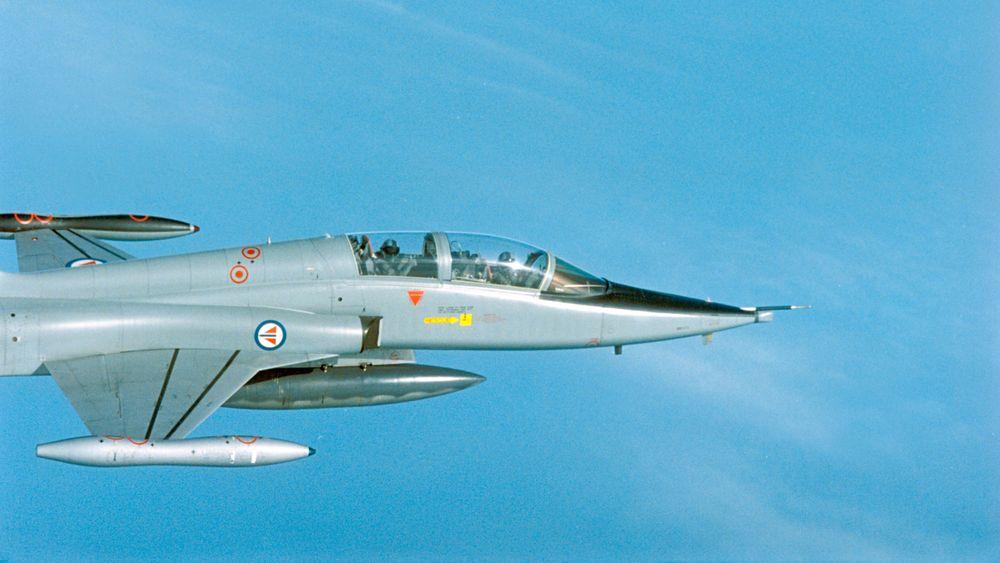 Både Forsvaret og Forsvarsdepartementet hadde mangelfull intern kontroll i prosessen med salget av F-5 jagerfly, ifølge en rapport fra Riksrevisjonen.