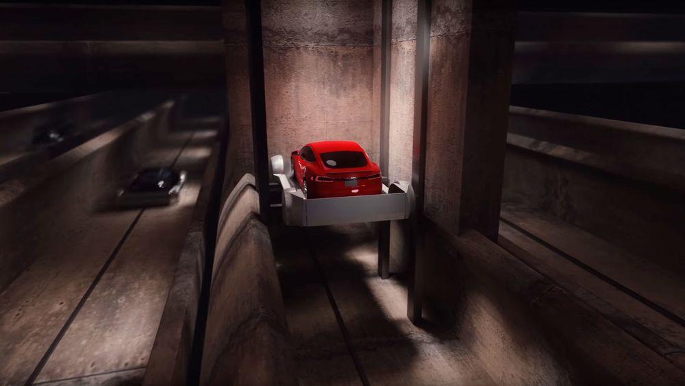 Bilene heises ned i en tunnel, og sendes på skinner til destinasjonen.