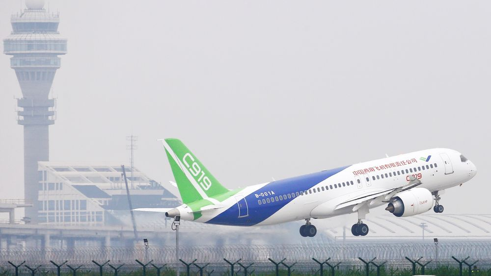China's home-grown C919 passenger jet takes off from the Pudong International Airport ahead of its scheduled maiden flight in Shanghai, China May 5, 2017. REUTERS/Aly Song     TPX IMAGES OF THE DAY
