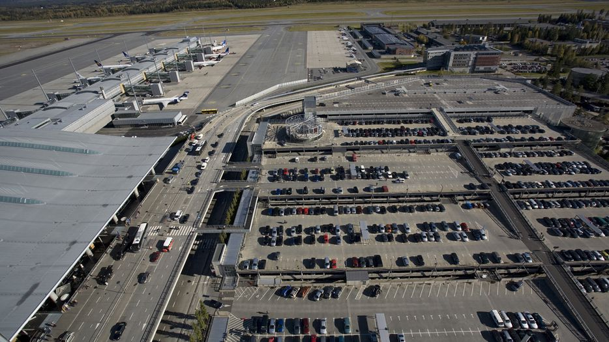 Avinor skal bygge elbilladere ved sine lufthavner innen utgangen av året.