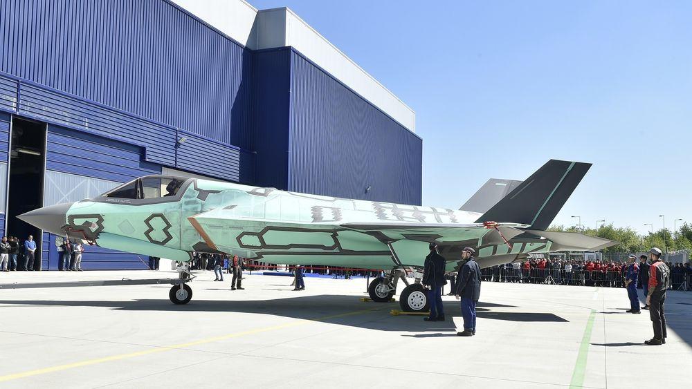 Utrullingsseremoni for det første italienskbygde F-35B på Cameri-anlegget 5. mai.
