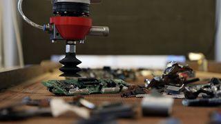 Roboter med kunstig intelligens skal fjerne batterier fra elektronikk-avfall