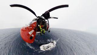 Bli med ett av ytterst få operative Super Puma-helikoptre på redningstur på Svalbard