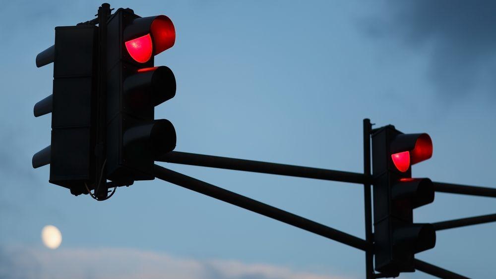 Selvreparerende asfalt skal lade bilen din når den står stille, for eksempel ved rødt lys.