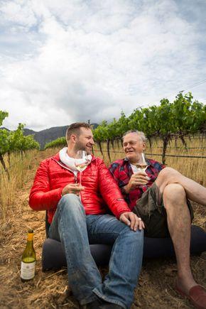 Takuan og Achim i vinmarken.