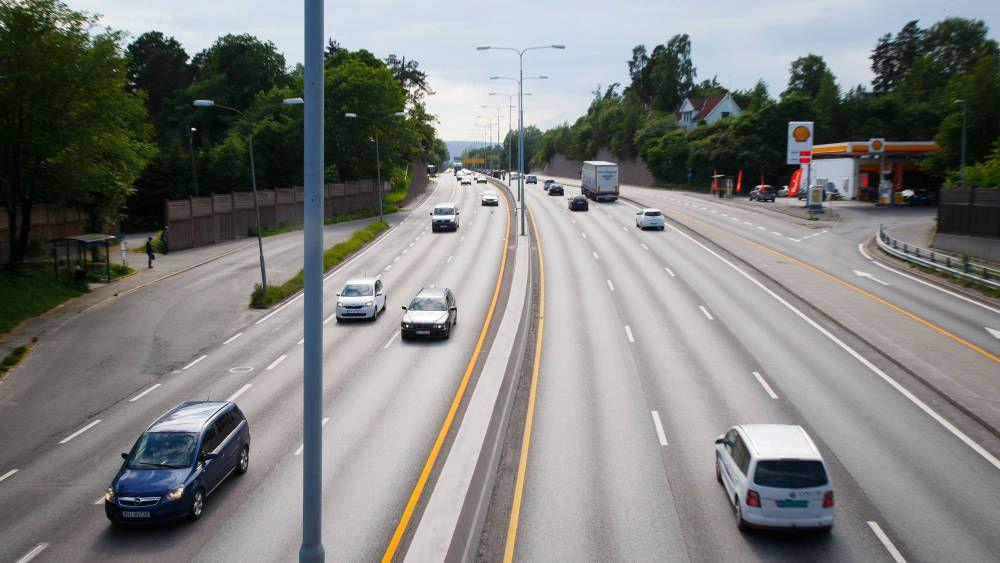 Å dele opp utbyggingen av E18 Vestkorridoren bil blant annet dobbelt så lang byggetid, at flere hus må rives, og en ekstrakostnad på om lag 200 millioner kroner, ifølge Statens vegvesen.
