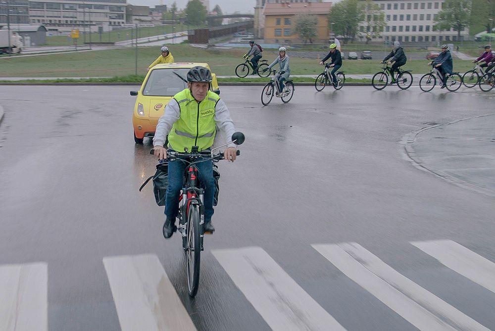 Tyske Robert Mohr sikter på å sykle 24.000 km på fire måneder, for å slå verdensrekorden for elsykkel.