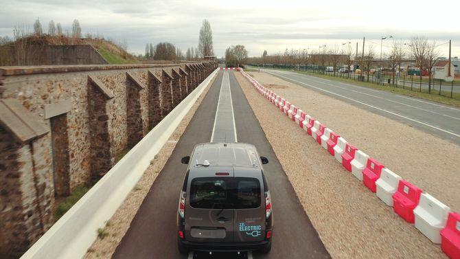Forskningsprosjektet testet ut trådløs lading i veibanen.