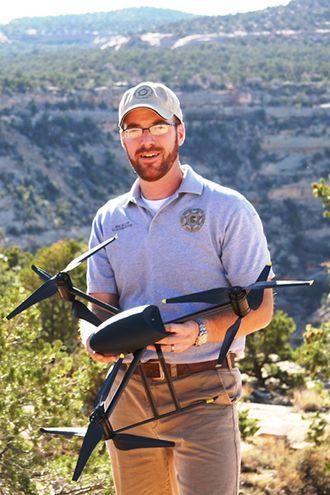 USA - Ben Miller med Draganflyer X6.JPG
