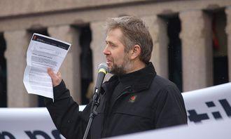 Arne Johannessen foran Stortinget (2009).jpg