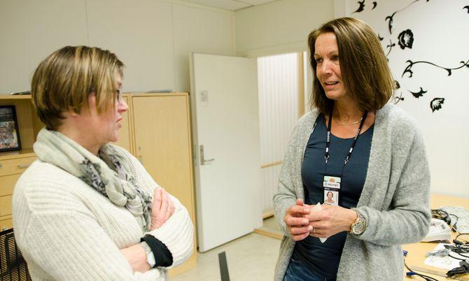 Hospitant Inger Johanne Fisknes og politioverbetjent hos Kripos Inga Wenaas mener flere distrikter bør søke hospitantordninga.
