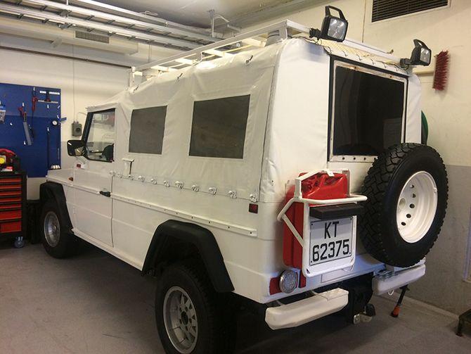 Fin til å lade mobiltelefoner og trekke politibåten med. Mercedes-Benz 240 GD fra 1985 står hos Røyken og Hurum lensmannskontor.