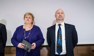 Erna Solberg og Anders Anundsen før de la fram avtalen.