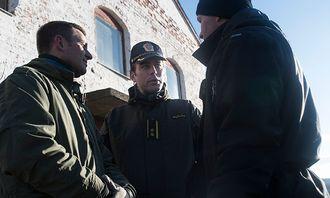 De to svenske livvaktinstruktørene og leder for den norske livvaktutdanningen Morten Skaarnes (i midten) samarbeider for å finne folk som kan ivareta sikkerheten til personer i norden.