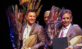 Robin Schaefer (t.h.) og Jan Erik Skog (t.v.) etter overrekkelsen. I midten står Fritt Ord-styreleder Georg Fr. Rieber-Mohn.